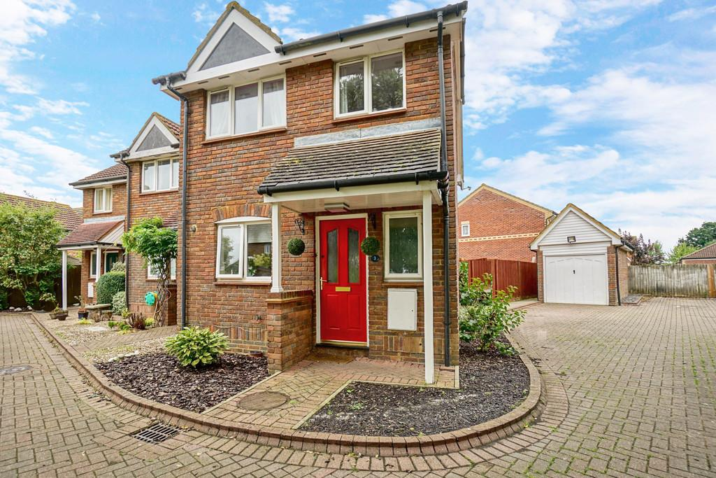 3 Bedrooms End Of Terrace House for sale in Wren Close, Sandy