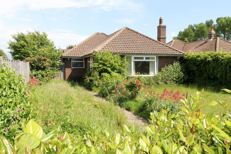 3 Bedrooms Detached Bungalow for sale in New Road, Southbourne