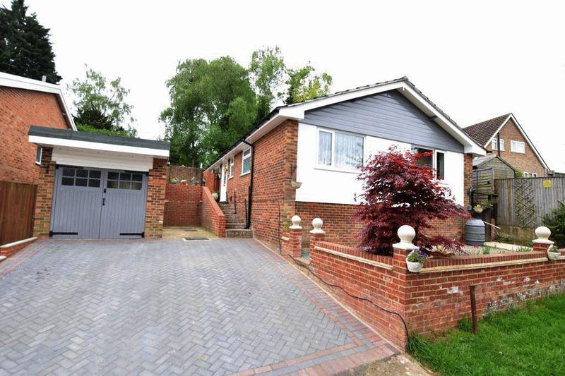 3 Bedrooms Bungalow for sale in Neville Close, Penenden Heath