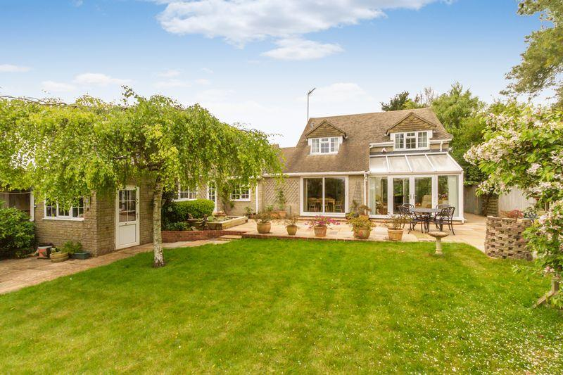 4 Bedrooms Detached House for sale in Chadlington, Chipping Norton