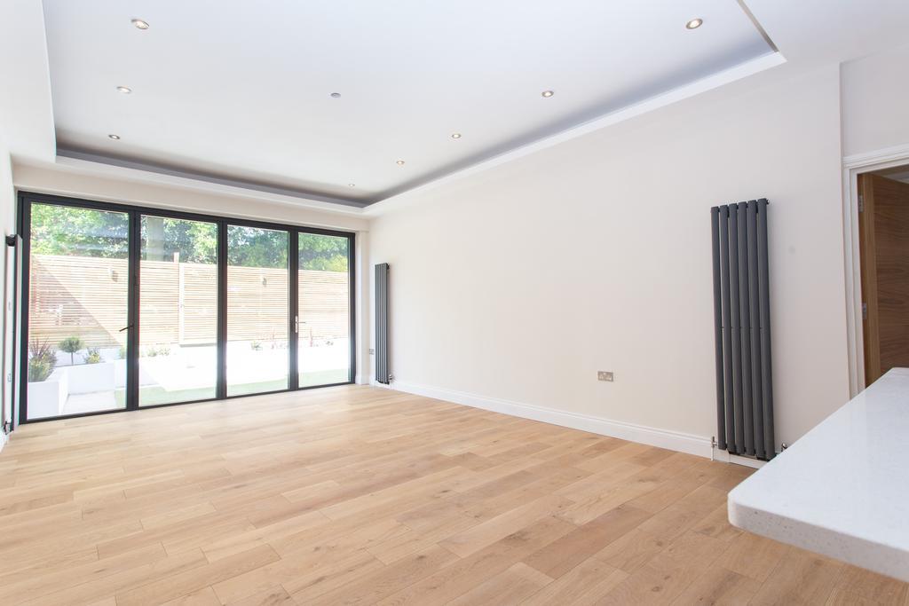 3 Bedrooms Flat for sale in 3 Mortimer Road, Ealing
