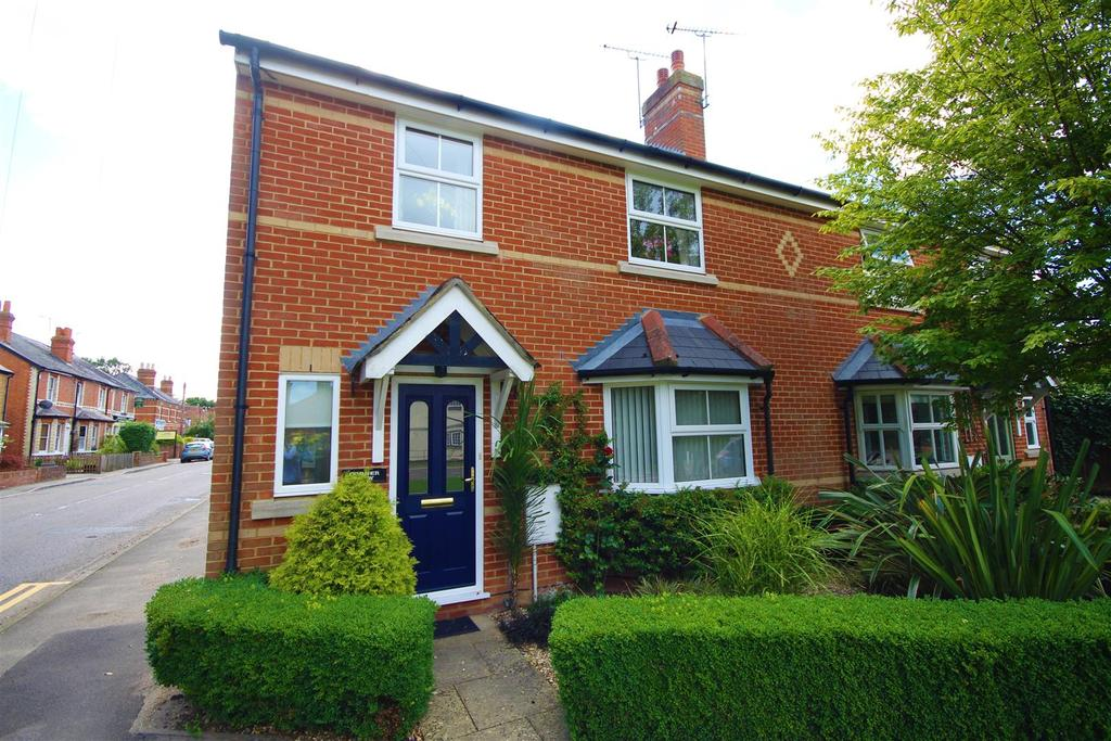 3 Bedrooms Semi Detached House for sale in Tape Lane, Hurst, Reading