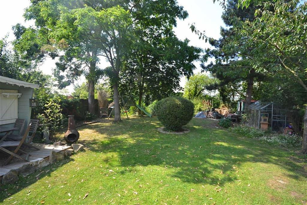 4 Bedrooms Semi Detached House for sale in Oak Piece, North Weald, Essex, CM16