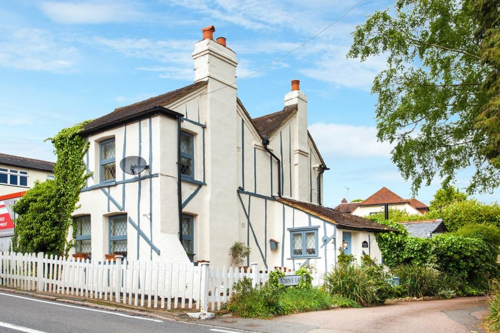 2 Bedrooms House for sale in Coppice Row, Theydon Bois, CM16