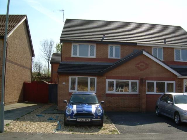 3 Bedrooms Semi Detached House for rent in Clos Ty Gwyn, Gowerton, Swansea. SA4 3GF