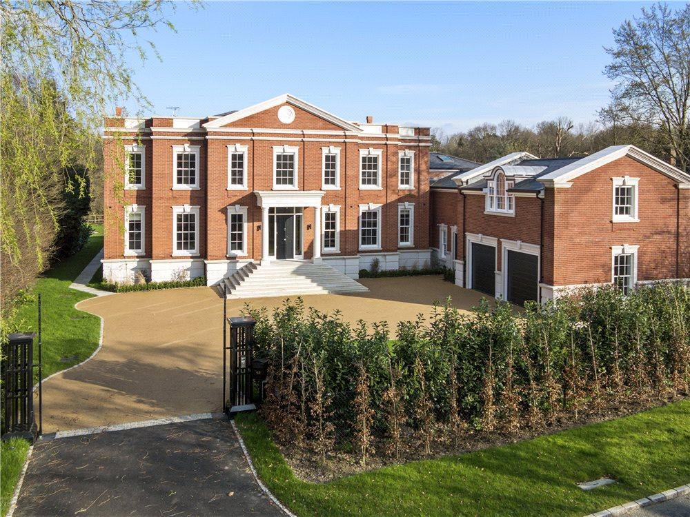 5 Bedrooms Detached House for sale in Princes Drive, Oxshott, Leatherhead, Surrey, KT22