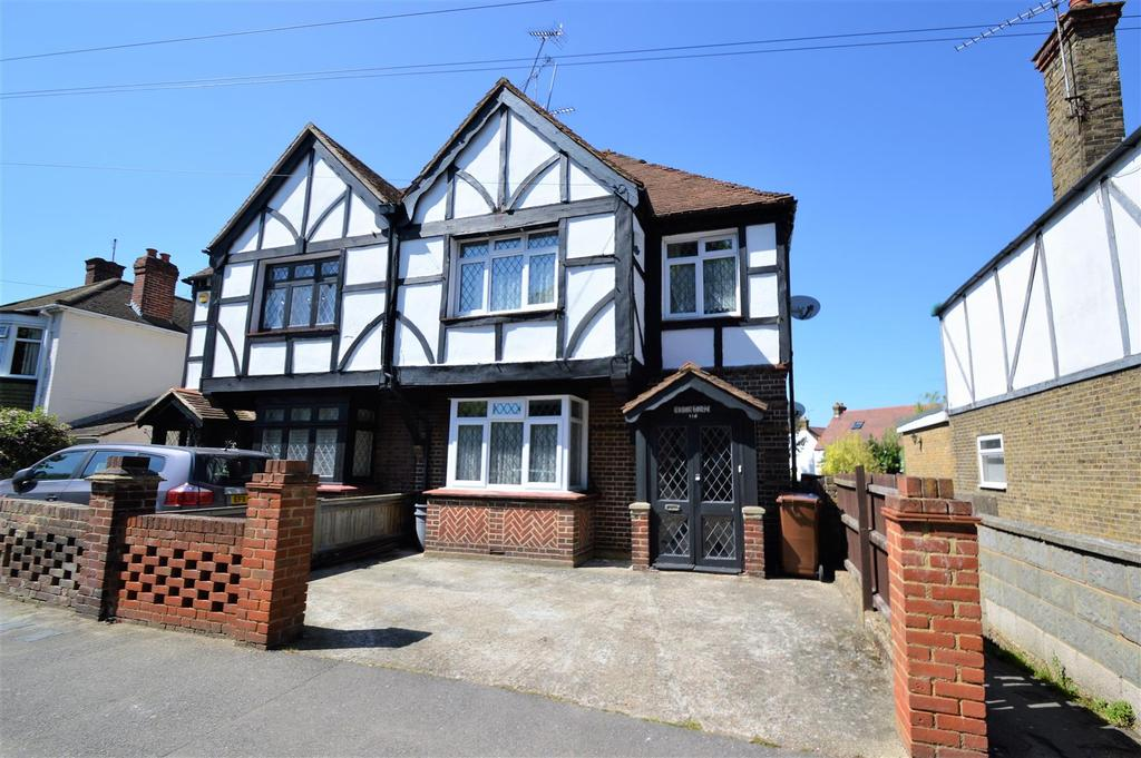 3 Bedrooms Semi Detached House for sale in Third Avenue, Gillingham