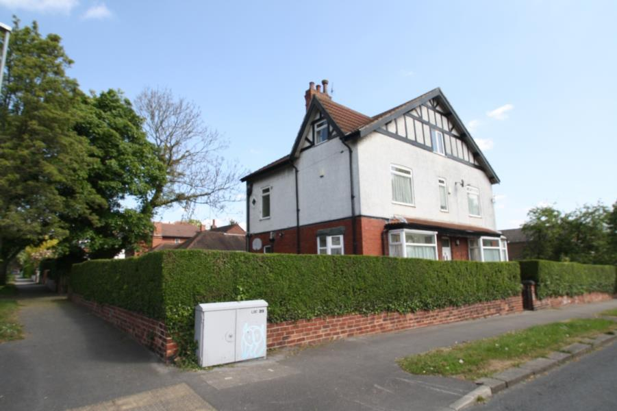 7 Bedrooms Detached House for sale in FEARNVILLE DRIVE, LEEDS, LS8 3DN