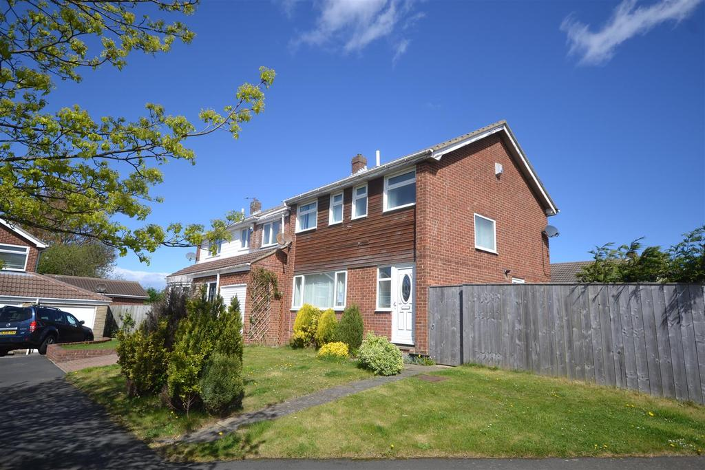 3 Bedrooms Semi Detached House for sale in Runswick Close, Tunstall, Sunderland