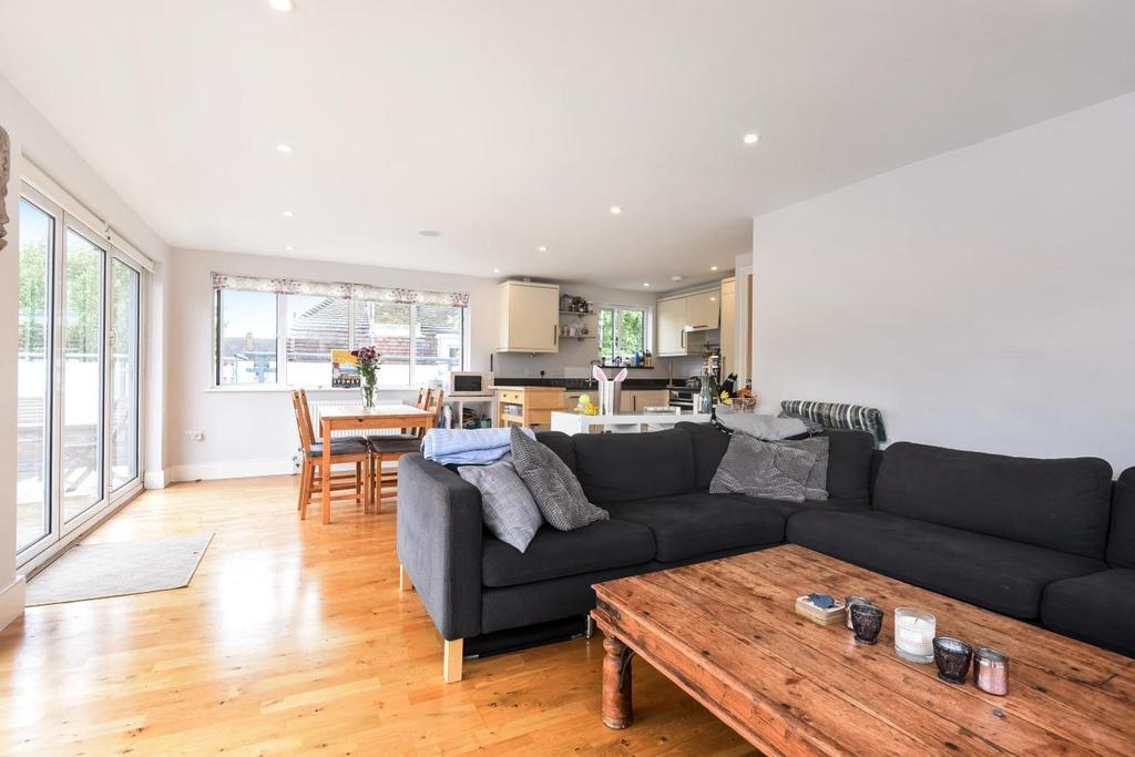 2 Bedrooms Penthouse Flat for sale in Tooting Grove, Tooting, SW17