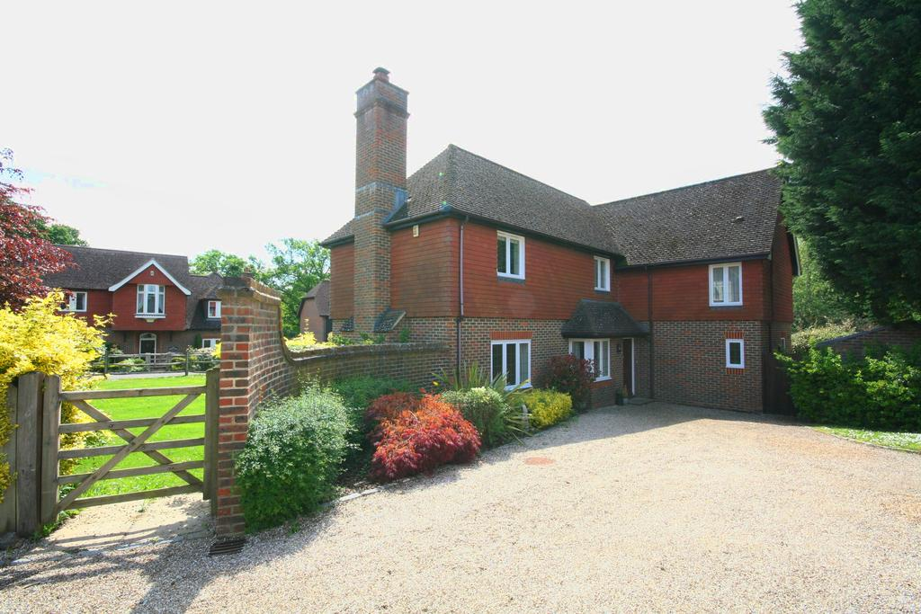 4 Bedrooms Detached House for rent in Carylls Meadow, West Grinstead RH13