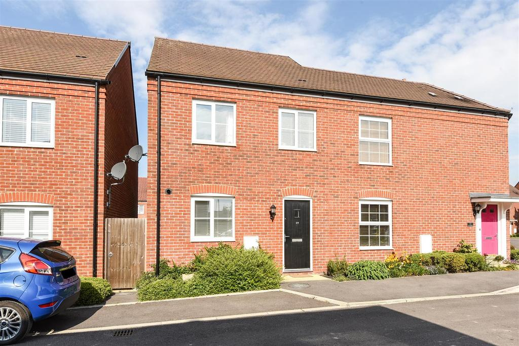 3 Bedrooms Semi Detached House for sale in Kiln Drive, Hambrook