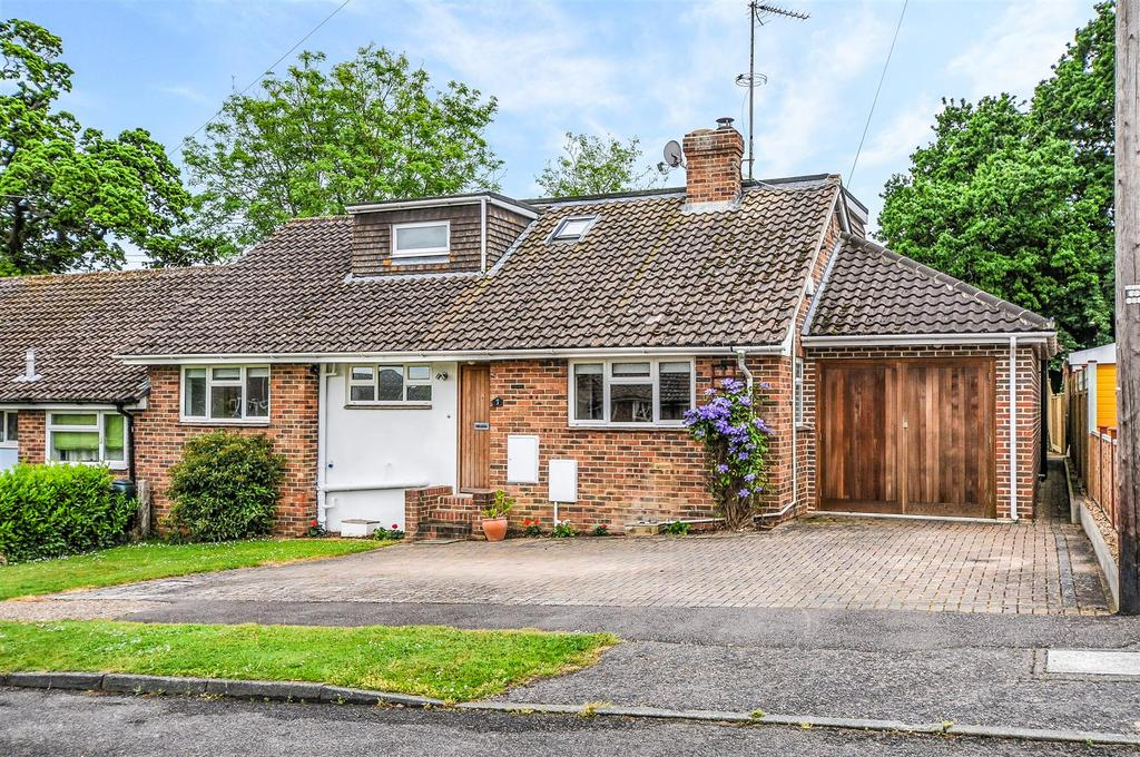 4 Bedrooms Semi Detached Bungalow for sale in Stewards Rise, Arundel