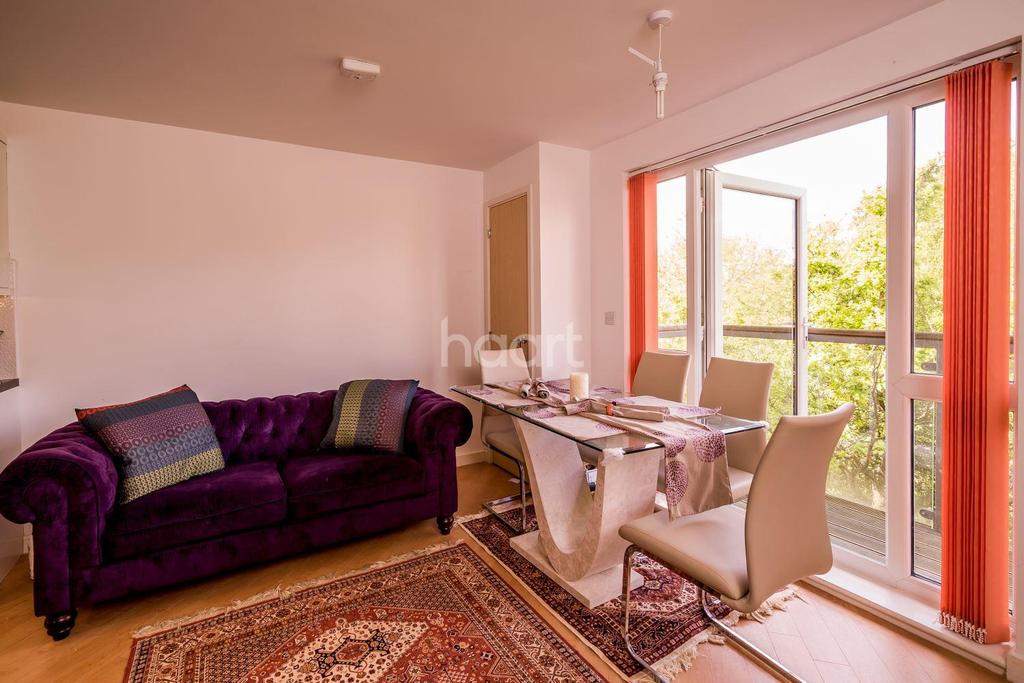 2 Bedrooms Flat for sale in Lockwood Court, Todd Close, Borehamwood
