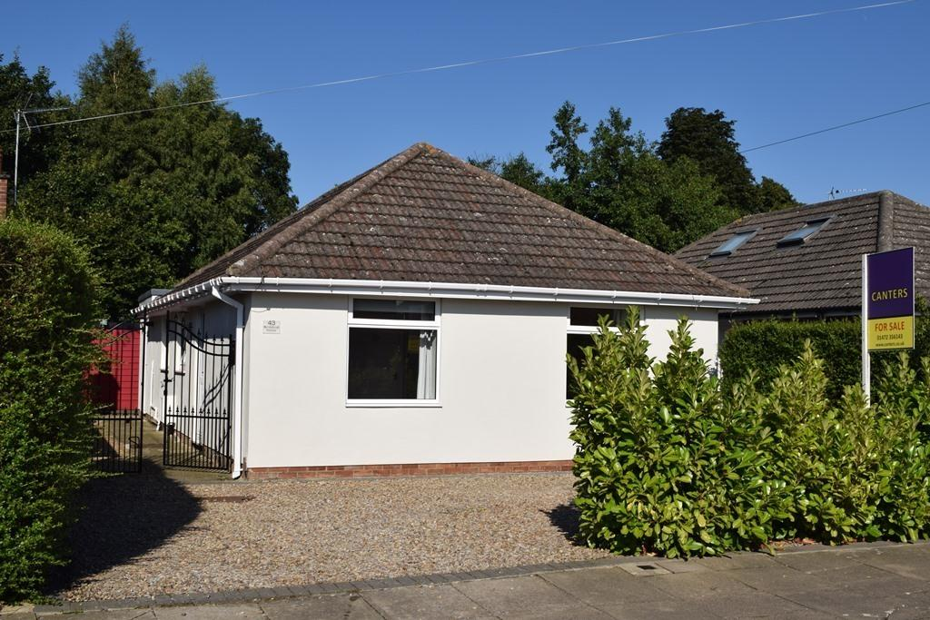 3 Bedrooms Detached Bungalow for sale in Amesbury Avenue