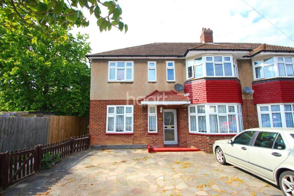 2 Bedrooms Maisonette Flat for sale in Walden Way, Hainault