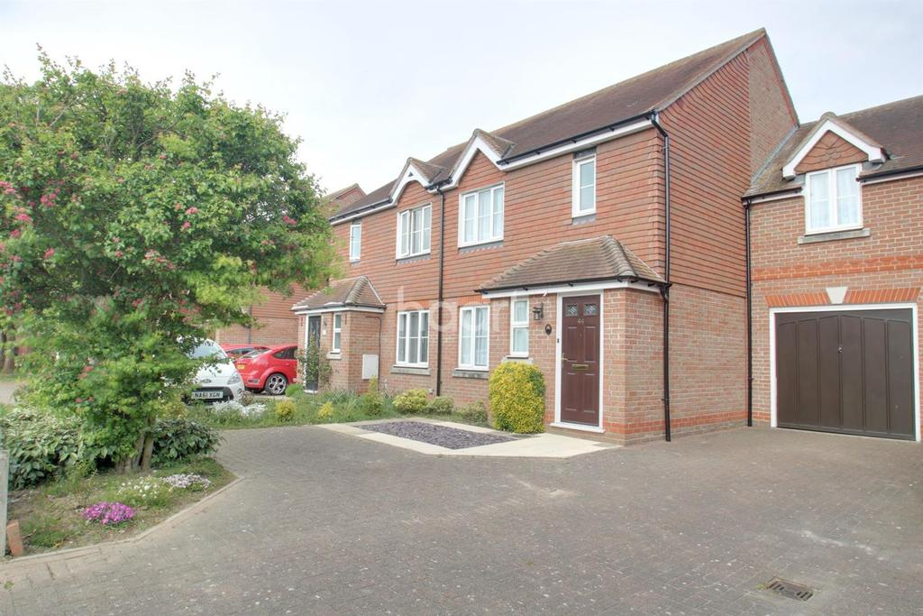 4 Bedrooms Semi Detached House for sale in Gavin way, Highwoods, Colchester, CO4