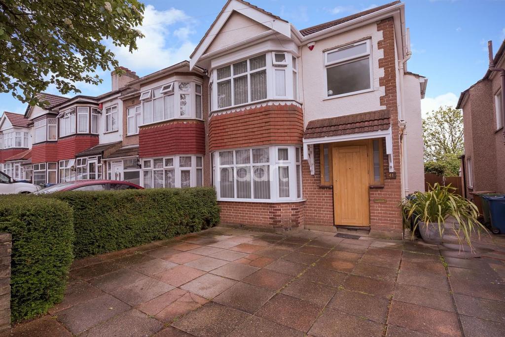 3 Bedrooms End Of Terrace House for sale in Bridgewater Gardens, Edgware, HA8
