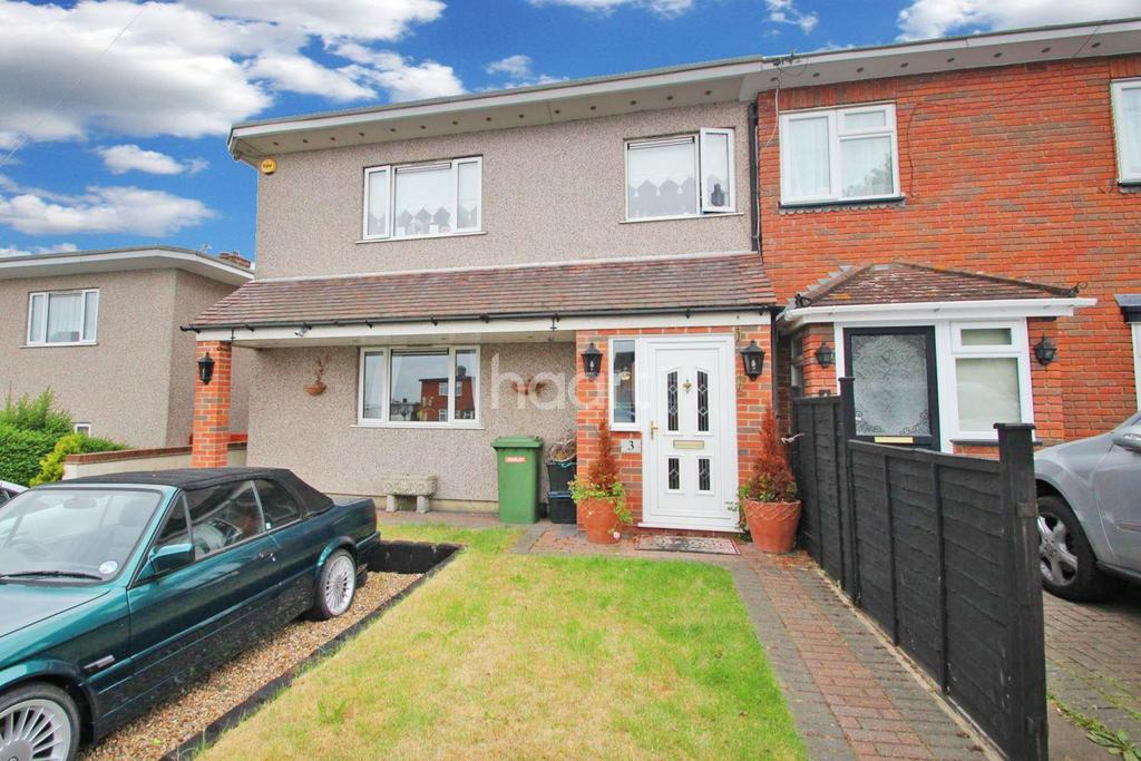 3 Bedrooms Semi Detached House for sale in Brocket Close, Chigwell