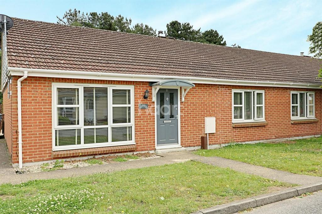 3 Bedrooms Bungalow for sale in Sutton Heath, Woodbridge