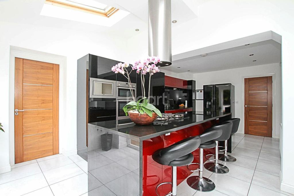 3 Bedrooms Detached House for sale in Beautiful Home Off Old Bedford Road