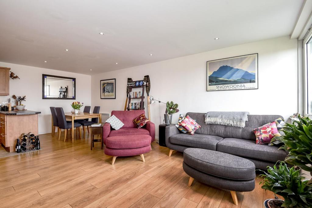 2 Bedrooms Flat for sale in Great Dover Street, Borough