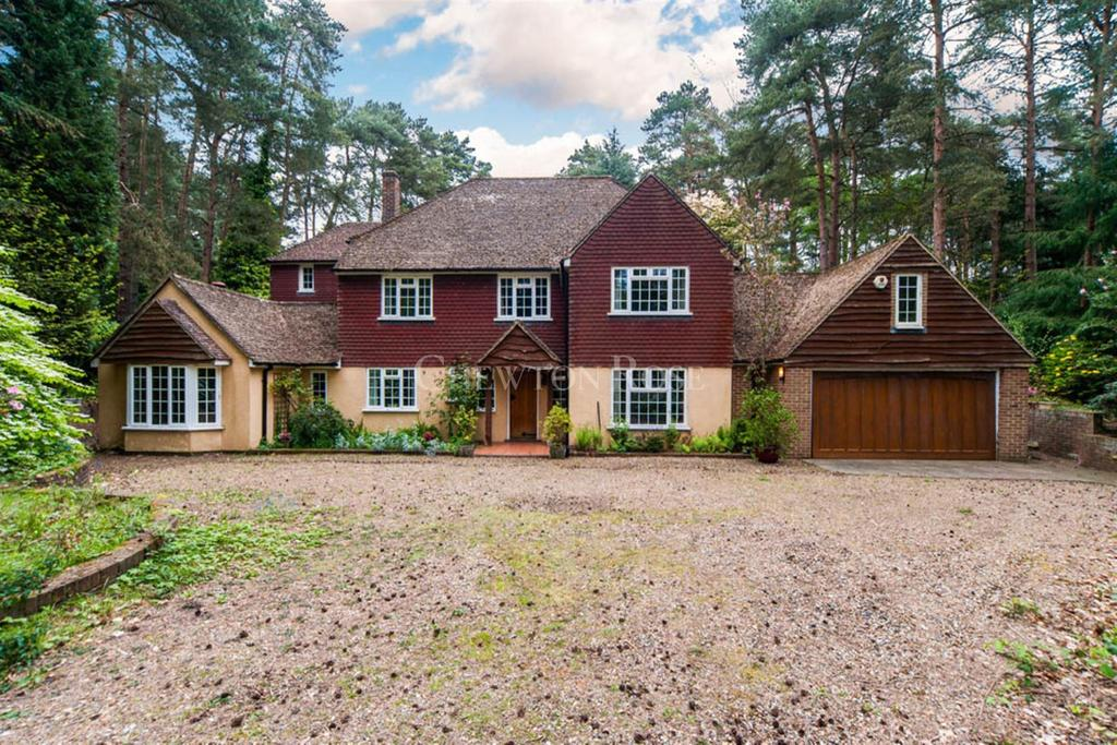 5 Bedrooms Detached House for sale in Dukes Covert, Bagshot
