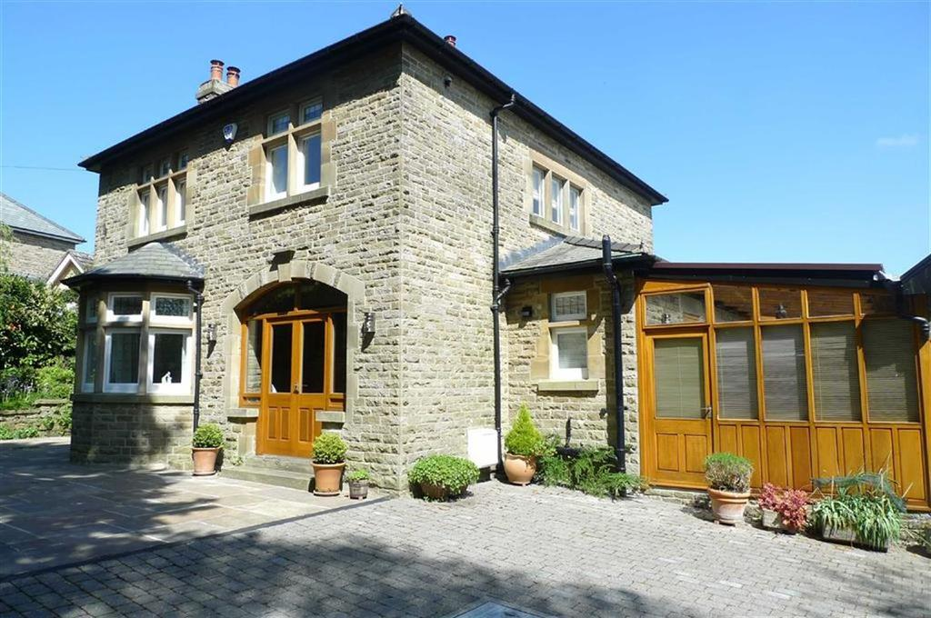 3 Bedrooms Detached House for sale in Green Lane, Buxton, Derbyshire