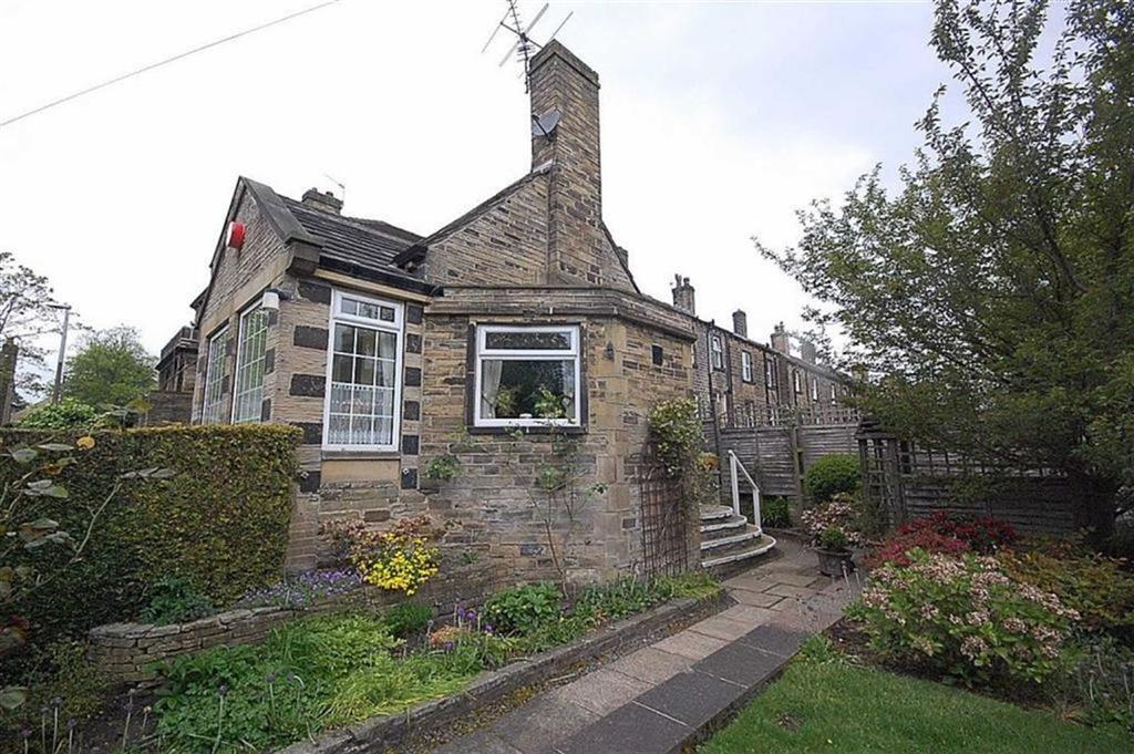 2 Bedrooms Flat for sale in Daisy Lea Lane, Lindley, Huddersfield, HD3