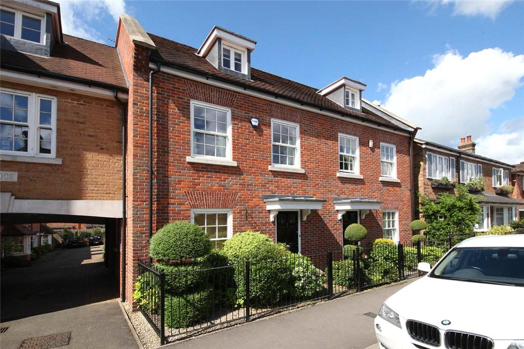 3 Bedrooms Semi Detached House for sale in Blue Dragon Yard, Beaconsfield, Buckinghamshire, HP9