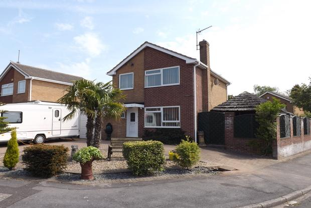 3 Bedrooms Detached House for sale in Angus Close, Arnold, Nottingham, NG5