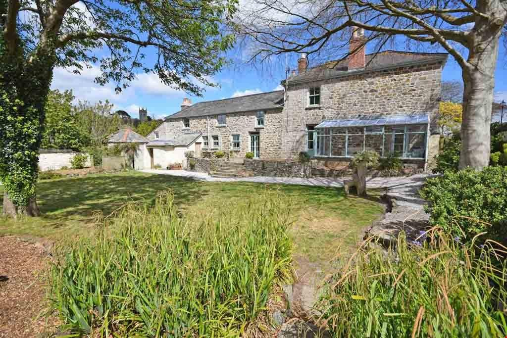 7 Bedrooms Detached House for sale in Helston, Cornwall, TR13