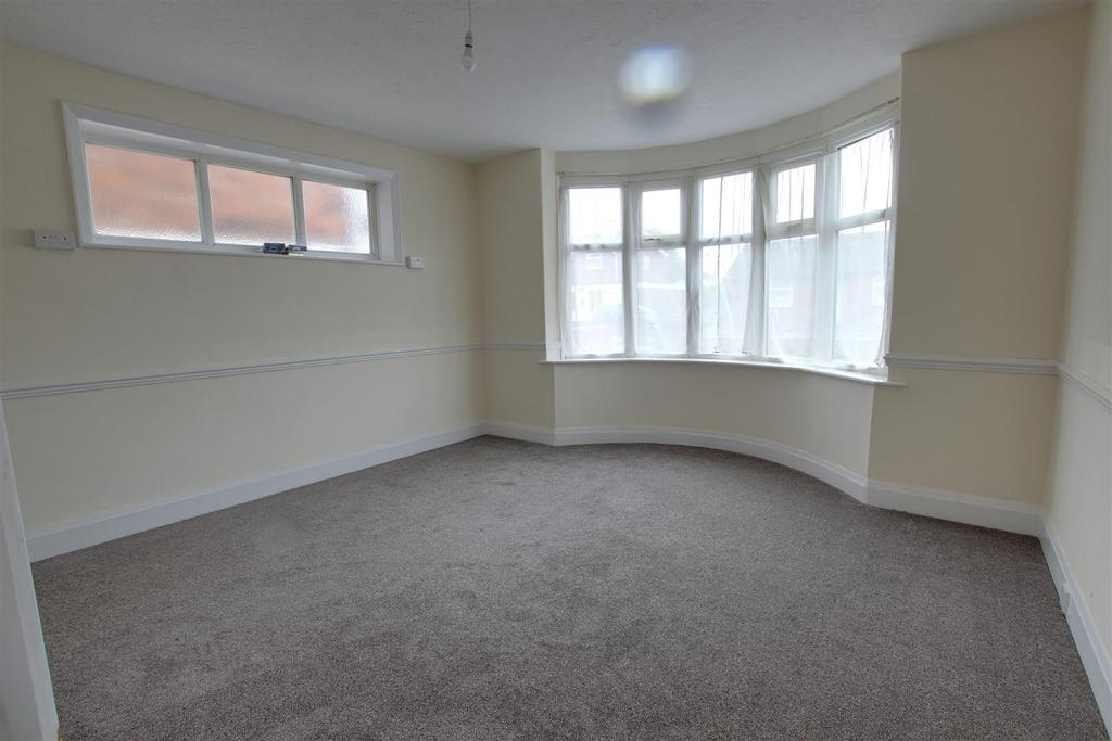 3 Bedrooms Semi Detached House for sale in 67A Victoria Road, Mablethorpe