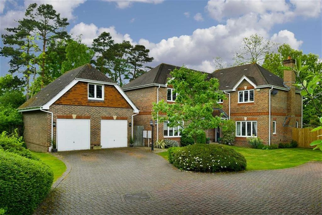 5 Bedrooms Detached House for sale in John Watkin Close, Epsom, Surrey