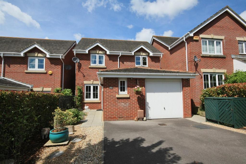 3 Bedrooms Detached House for sale in White Tree Close, Fair Oak, Eastleigh