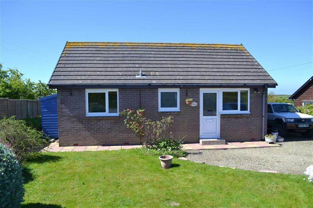 2 Bedrooms Detached Bungalow for sale in Maenygroes, New Quay, Ceredigion