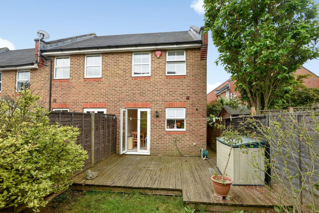2 Bedrooms End Of Terrace House for sale in Howerd Way, London, SE18