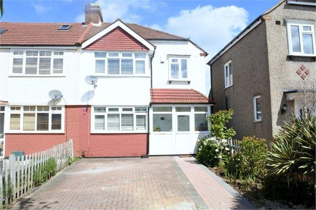 3 Bedrooms Semi Detached House for sale in Brockenhurst Way, Norbury, London, SW16 4UD