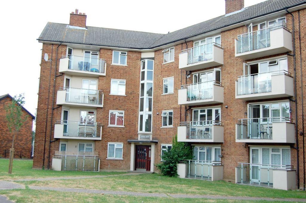 2 Bedrooms Apartment Flat for sale in Hornbeam Road, Buckhurst Hill, IG9
