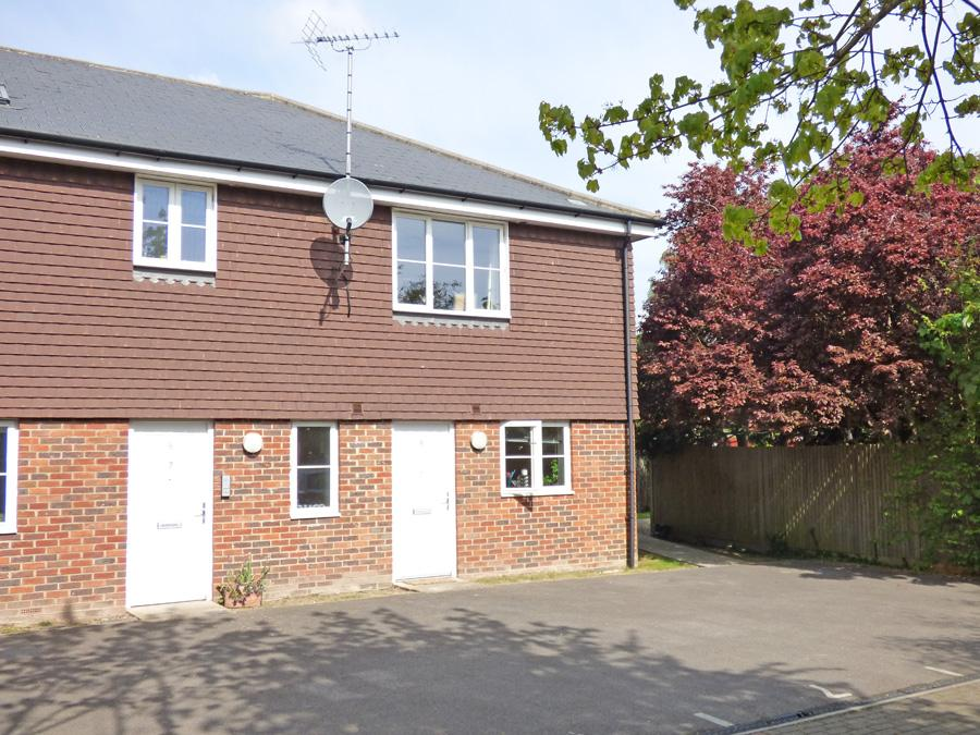 1 Bedroom Flat for sale in Amberley Mews, Burgess Hill, RH15