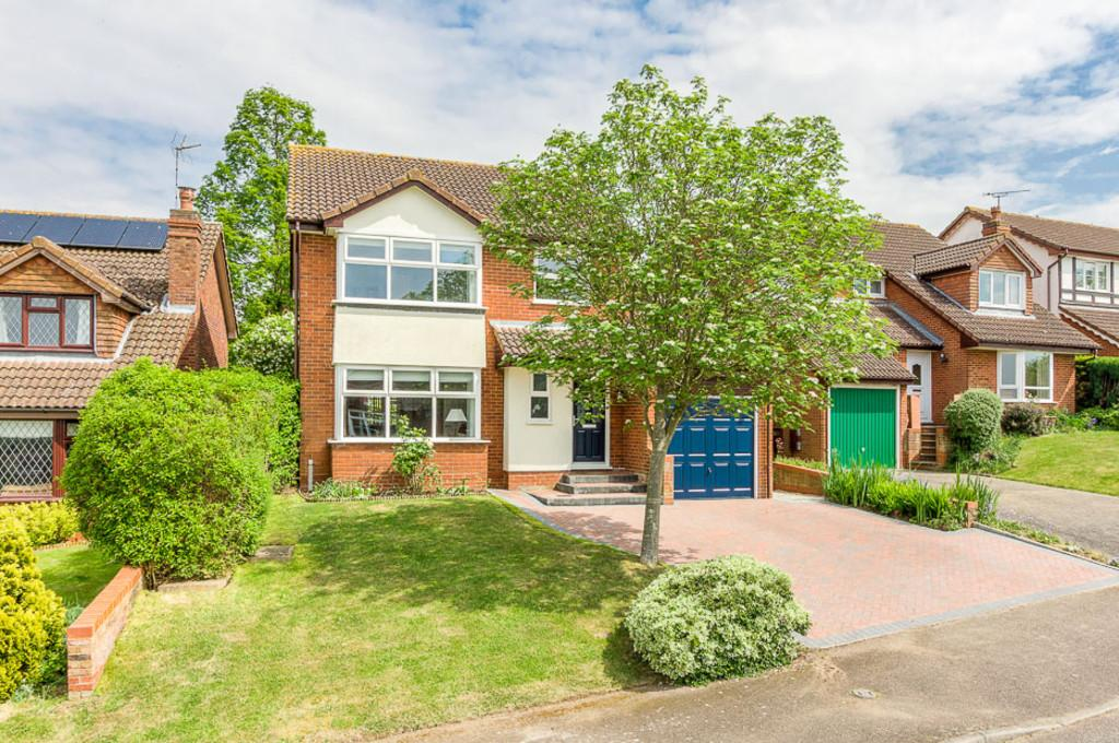 4 Bedrooms Detached House for sale in St Michaels Way, Steeple Claydon
