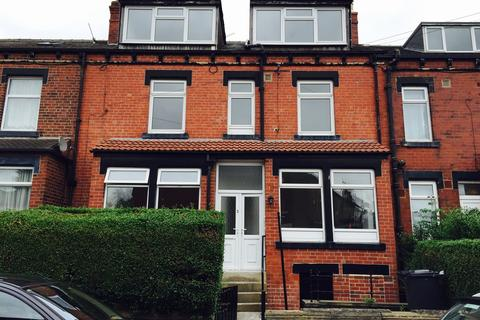 4 bedroom terraced house to rent - Woodlea Mount, Beeston, LS11 7NT