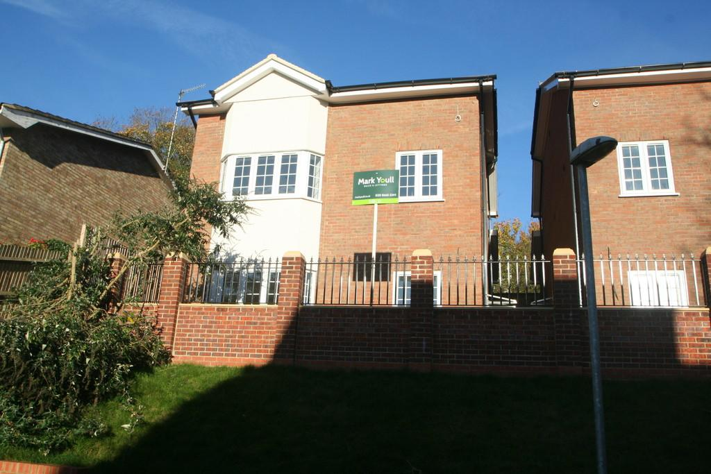 5 Bedrooms Detached House for sale in PURLEY
