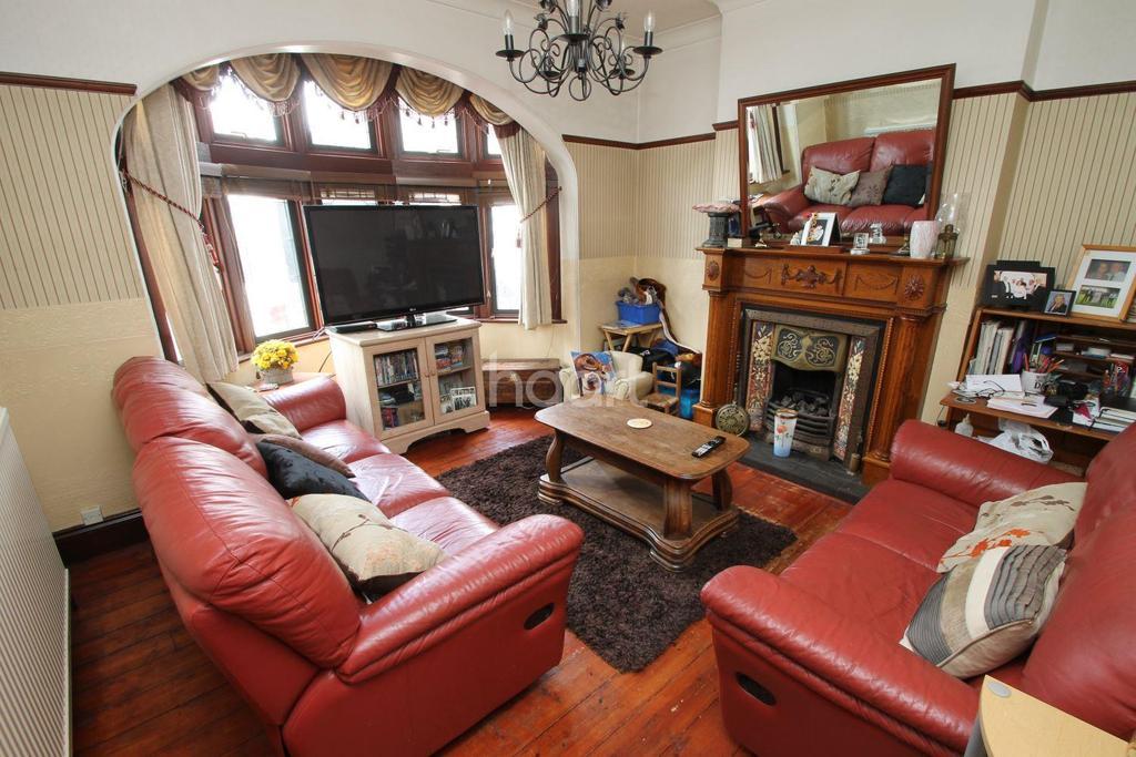 4 Bedrooms End Of Terrace House for sale in Fencepiece Road, Barkingside