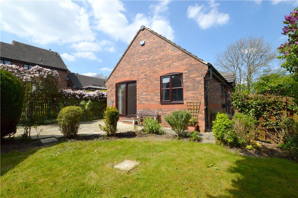 2 Bedrooms Detached Bungalow for sale in Harewood Way, Leeds, West Yorkshire