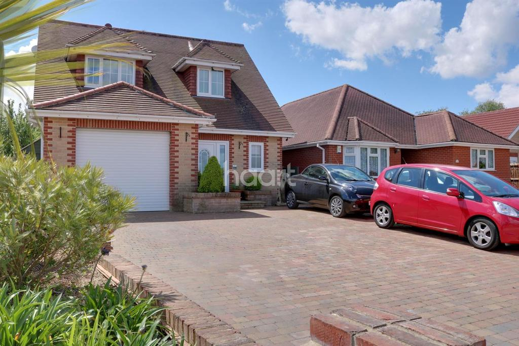 3 Bedrooms Detached House for sale in Point Clear, St Osyth, Essex