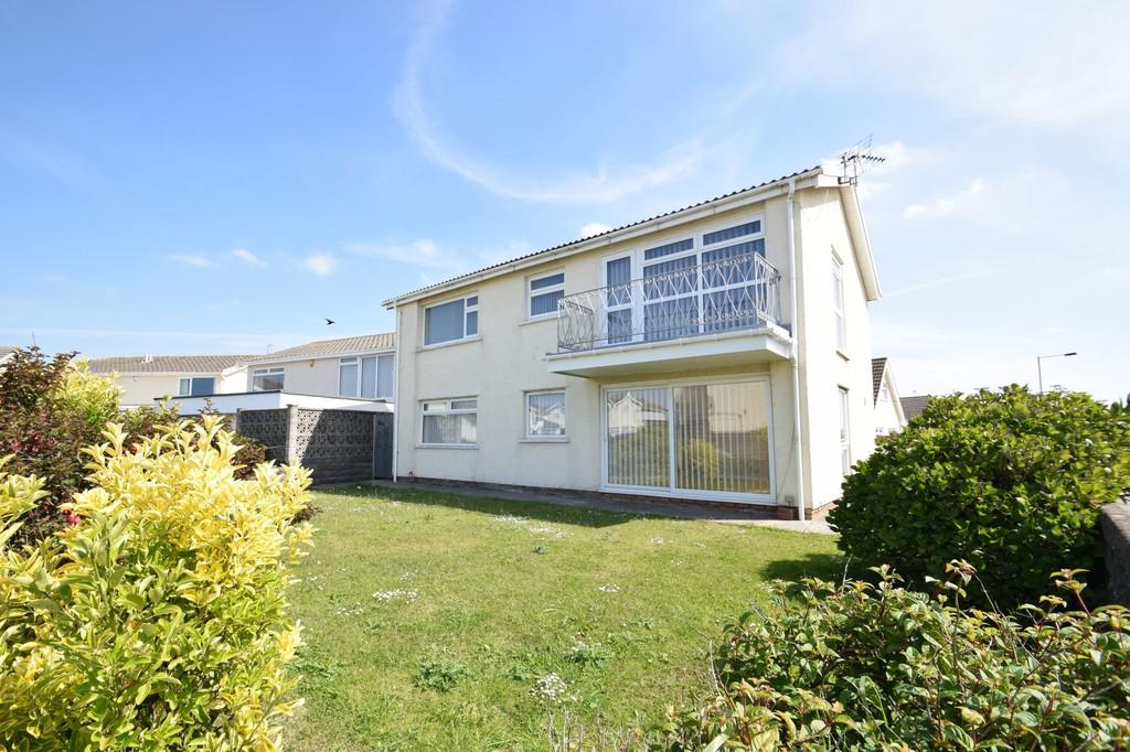 2 Bedrooms Ground Flat for sale in 44a Rest Bay Close, Porthcawl, Bridgend County Borough, CF36 3UN.
