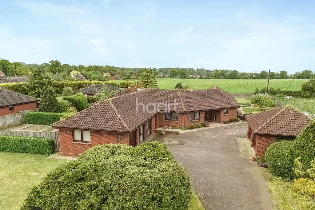 5 Bedrooms Bungalow for sale in Fullers field, Westerfield