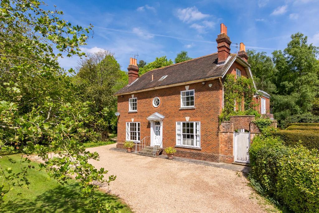 7 Bedrooms Detached House for sale in Blackhouse Road, Colgate, Horsham, West Sussex
