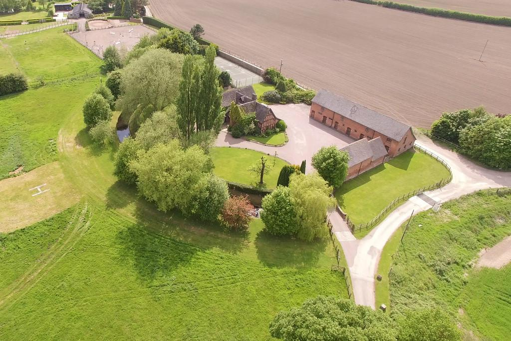 6 Bedrooms Farm House Character Property for sale in Hunsterson, Cheshire